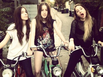 Haim + Female Band + Neuleibe picture