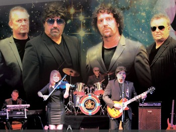 Electric Light Orchestra - Turn To Stone / Mister Kingdom