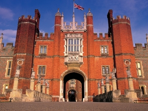 Hampton Court Palace artist photo