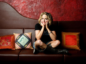 Amy Wadge artist photo