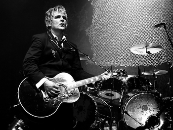 The Alarm Acoustic: Mike Peters picture