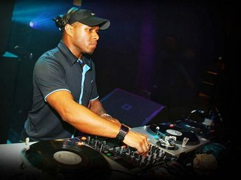 Warehouse Presents Electronica: We Love Garage: DJ EZ picture