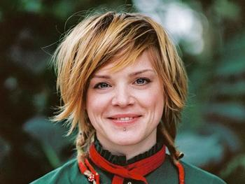 Wallis Bird artist photo