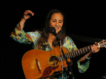 Cambridge Folk Club: Julie Felix picture