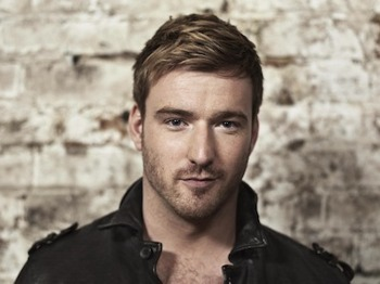 Up Close And Personal Tour: Jai McDowall picture