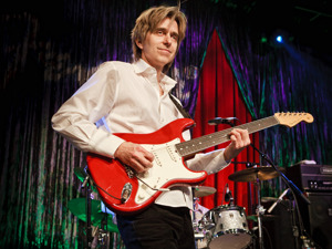 Eric Johnson artist photo
