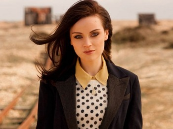 Burns Unbound: Amy Macdonald picture