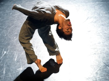 Rising: Aakash Odedra picture