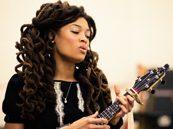 Valerie June picture