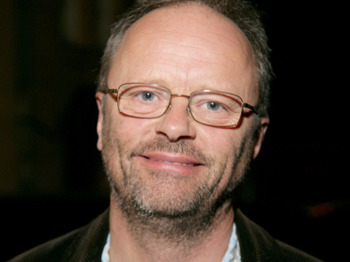 Robert Llewellyn artist photo