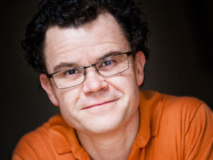 Dominic Holland artist photo