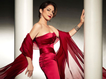Gloria Estefan artist photo