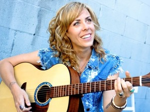 Amanda Rheaume artist photo