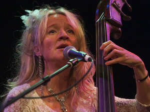 Nicola Farnon Trio artist photo