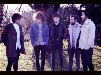 Glass Caves artist photo