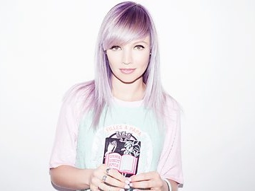 B. Traits artist photo