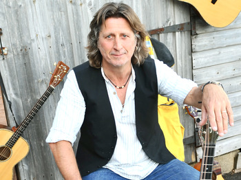 Hitchin Folk Club: Steve Knightley picture