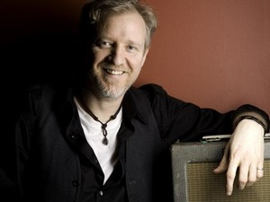 Chris Barron artist photo