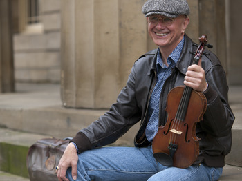 Tom McConville artist photo