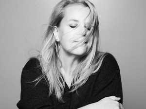 Mary Chapin Carpenter artist photo