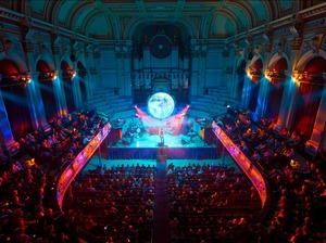 Huddersfield Town Hall artist photo
