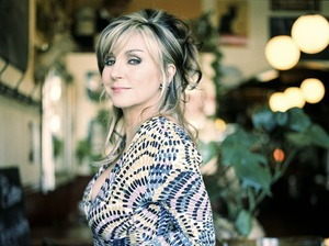 Lesley Garrett artist photo