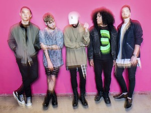 Issues artist photo