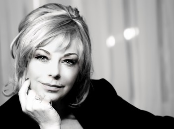 The Beehive And Me: Mari Wilson picture