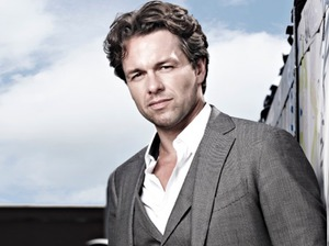 Julian Ovenden artist photo
