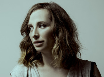 Isy Suttie artist photo