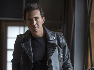 Colin James artist photo