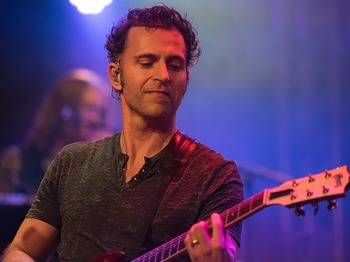 Dweezil Zappa artist photo