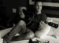 Kiefer Sutherland artist photo